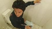 男同學廁所大便沒帶手紙, 結果狠狠用這個擦了屁股