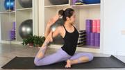 """最优美的瑜伽体式""""鸽子式"""",使腰身更加柔软和纤细!图片"""