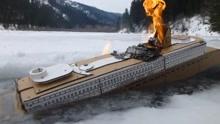 小伙用纸板制作泰坦尼克号,想知道撞冰上会怎样?网友:果然这样